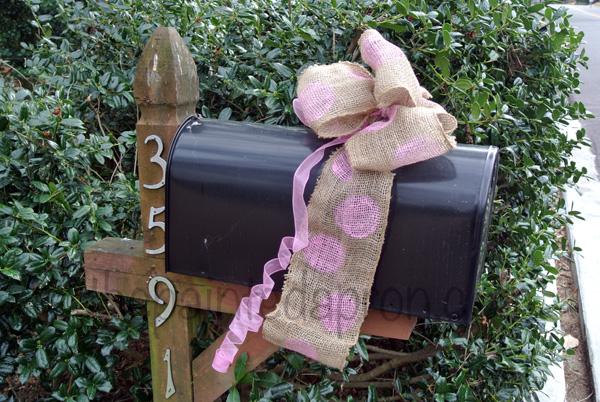 burlap mailbox bow thepaintedapron.com