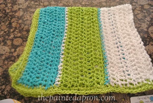 crochet stripe blanket thepaintedapron.com