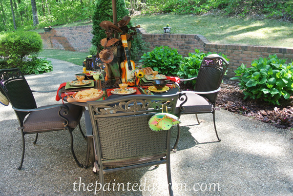 patio table thepaintedapron.com