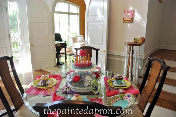 birthday table 1a thepaintedapron.com