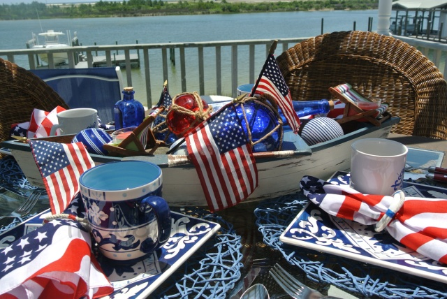 patriotic table thepaintedapron.com