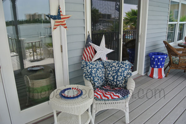 4th of July porch thepaintedapron.com