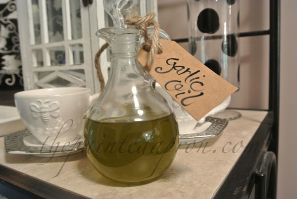 thyme infused garlic oil thepaintedapron.com