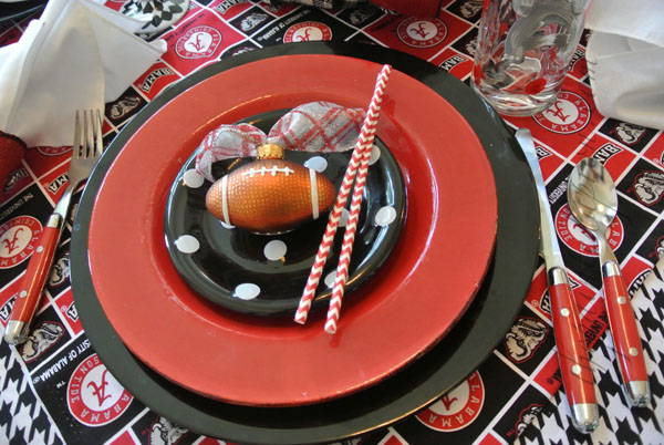 football table setting thepaintedapron.com