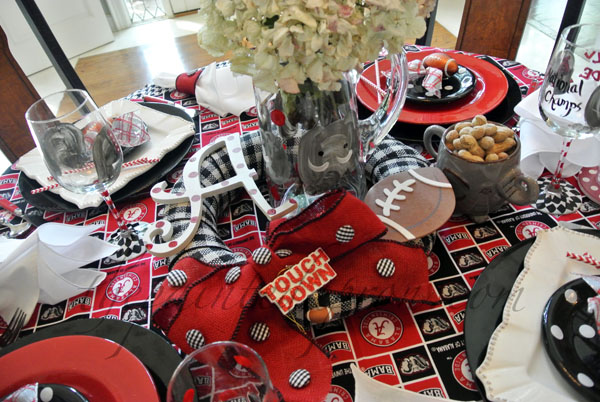 Roll Tide Table thepaintedapron.com