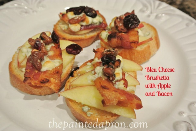 Bleu bruschetta with apple thepaintedapron.com