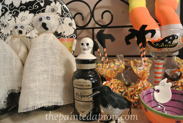 burlap ghosts and treat bags thepaintedapron.com