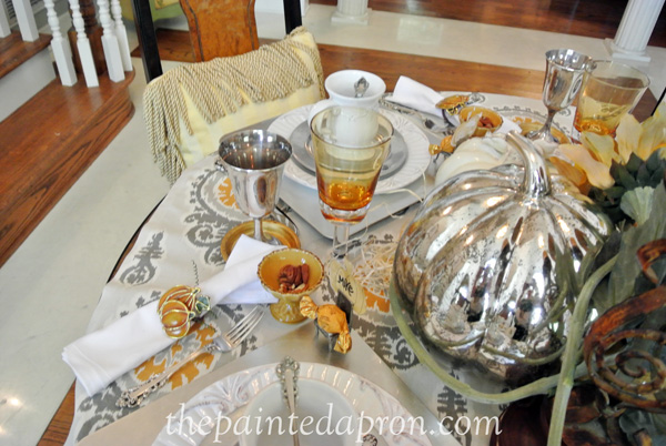 gold and white tablescape thepaintedapron.com