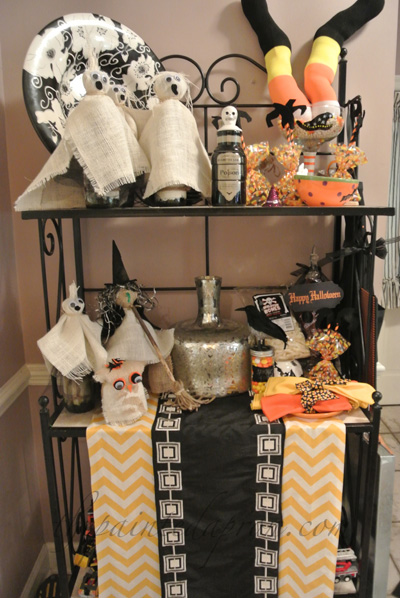 Halloween  decor shelf thepaintedapron.cim