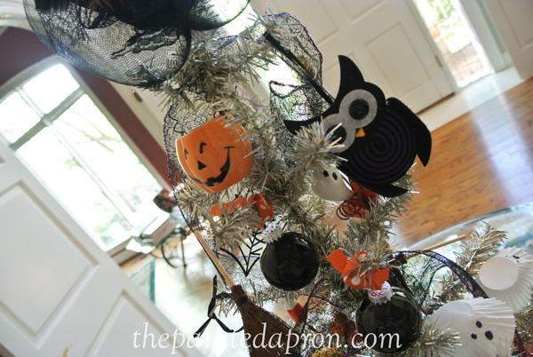 halloween tree ornaments thepaintedapron.com