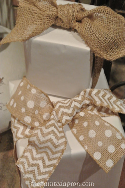 burlap topped packages thepaintedapron.com