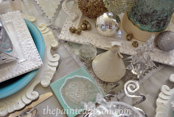 aqua and white winter table thepaintedapron.com