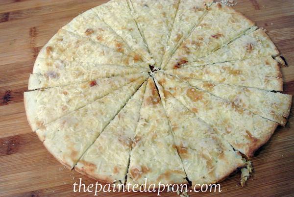 roasted garlic and Parmesan Pizza thepaintedapron,com