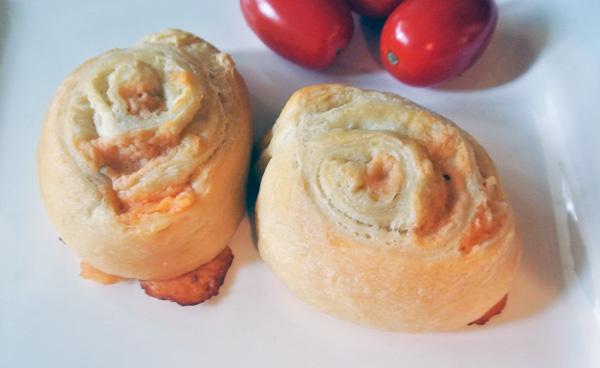 cheesy spiral rolls thepaintedapron.com