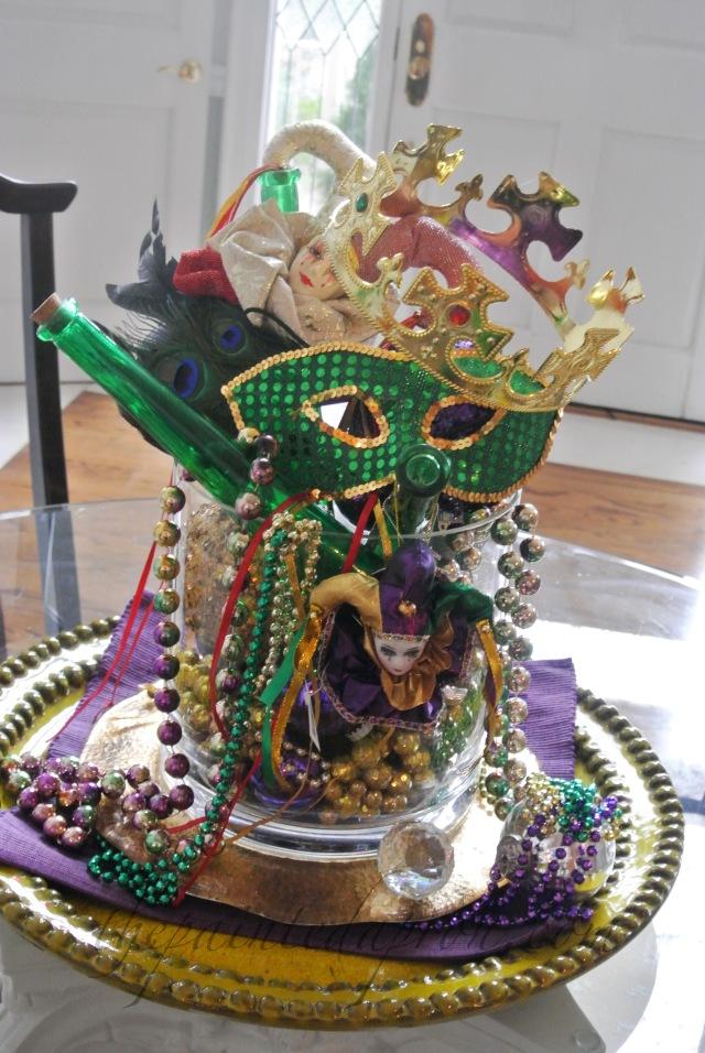 Mardi gras centerpiece thepaintedapron.com