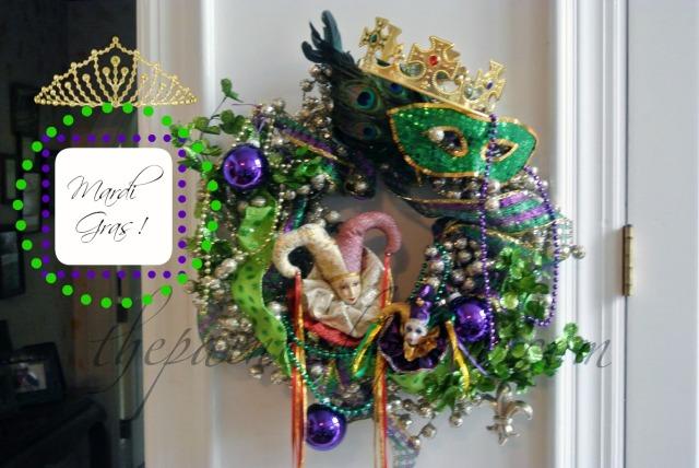 mardi gras wreath thepaintedapron.com 1