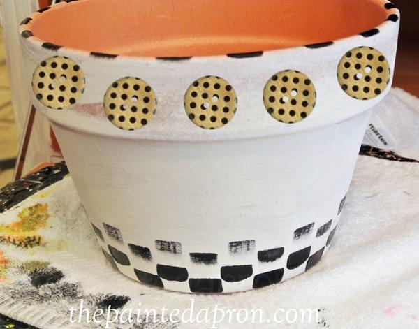 painted button pot thepaintedapron.com