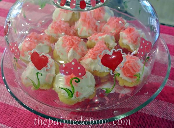 Valentine cupcakes thepaintedapron.com