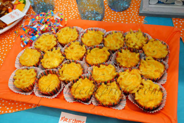 mac and cheese cupcakes thepaintedapron.com