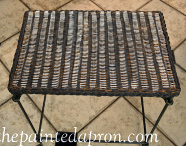 striped table thepaintedapron.com