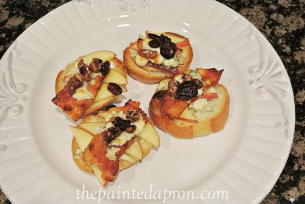apple bacon bleu bruschetta thepaintedapron.com