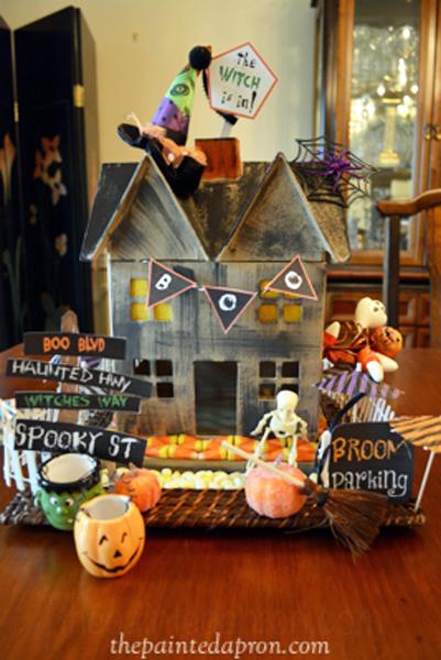Halloween house 2 thepaintedapron.com