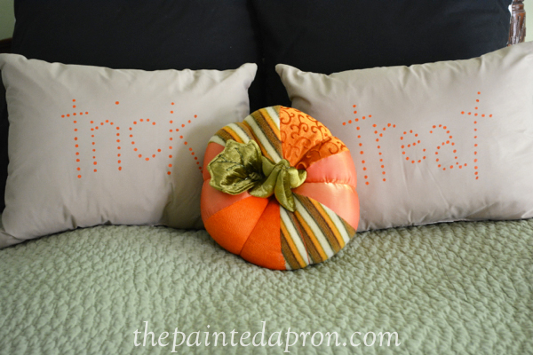 trick or treat pillows thepaintedapron.com 1