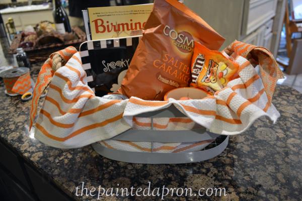 Halloween basket thepaintedapron.com