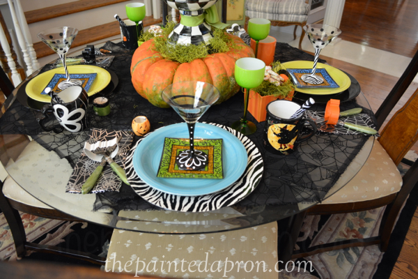 halloween table 7 thepaintedapron.com