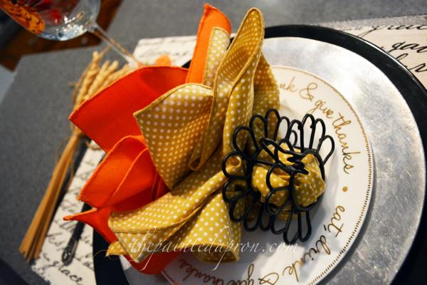 turkey napkin fold thepaintedapron.com