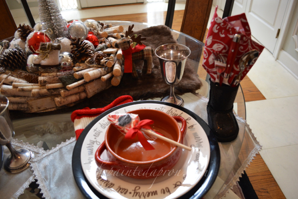 holiday table 1 thepaintedapron.com