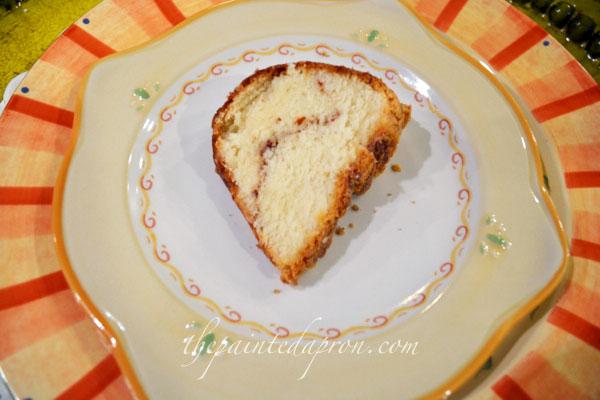 cinnamon swirl cake thepaintedapron.com