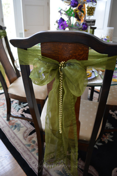 beads in chair bow thepaintedapron.com