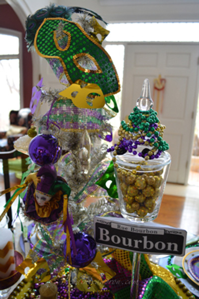 Bourbon St centerpiece thepaintedapron.com