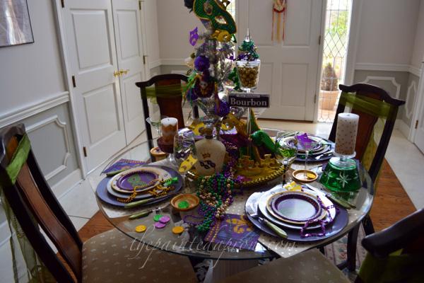 Bourbon St table thepaintedapron.com