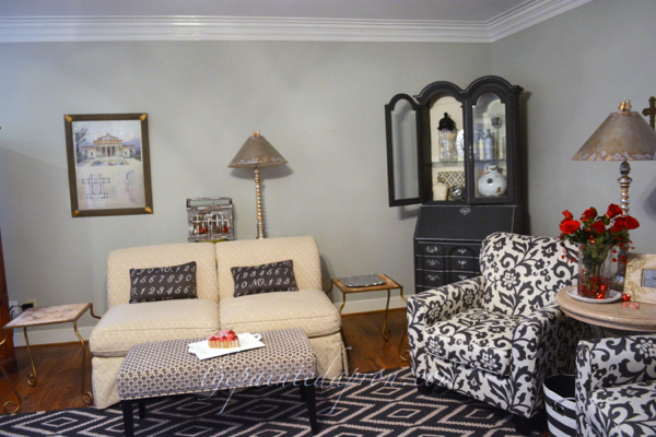 gray and white family room thepaintedapron.com