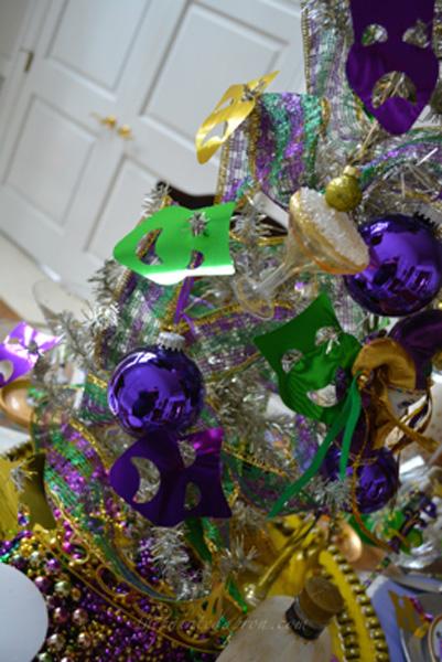 Mardi gras tree 1 thepaintedapron.com
