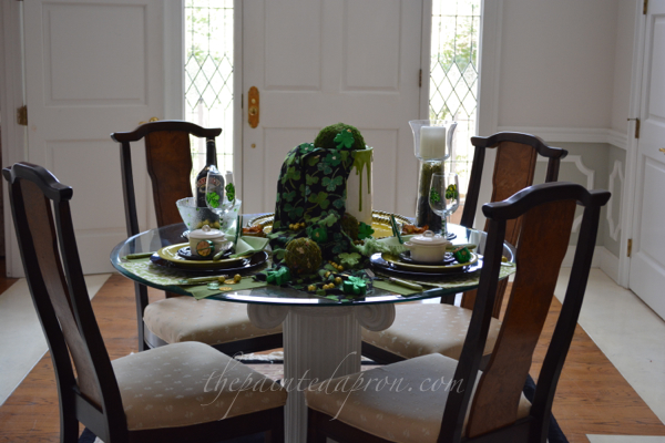 st patricks day table thepaintedapron.com