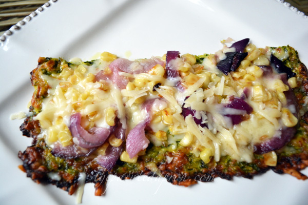 zucchini crust veggie pizza thepaintedapron.com