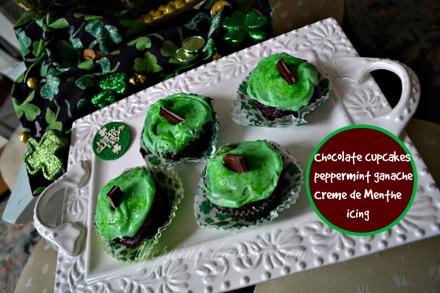 mint chocolate filled cupcakes thepaintedapron.com