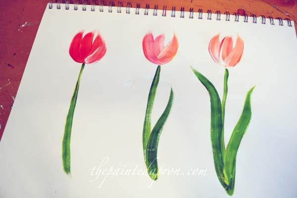 painting tulips thepaintedapron.com