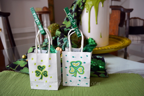 St Patricks Day treasure bags thepaintedapron.com