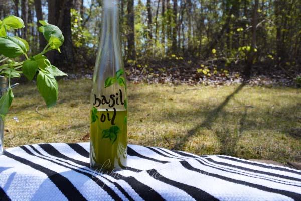 basil oil thepaintedapron.com