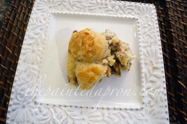 sausage gravy breakfast casserole thepaintedapron.com