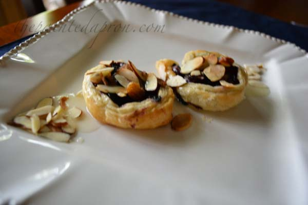 almond topped blueberry puff pastry swirls thepaintedapron.com