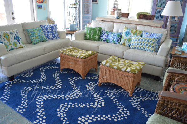 beach living room thepaintedapron.com