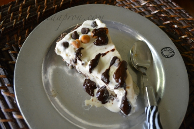 Bushwacker Pie with chocolate sauce thepaintedapron.com