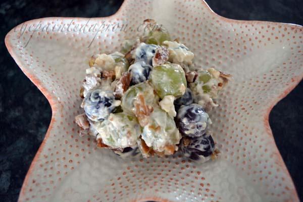 lazy day grape salad thepaintedapron.com
