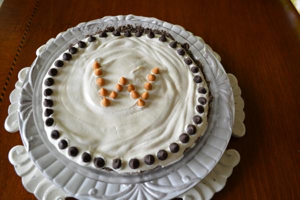 monogramed pie thepaintedapron.com