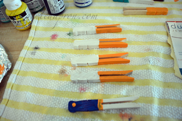 painted clothespins thepaintedapron.com